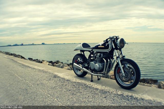 Мотоцикл CB550-FZR600 Cafe Racer