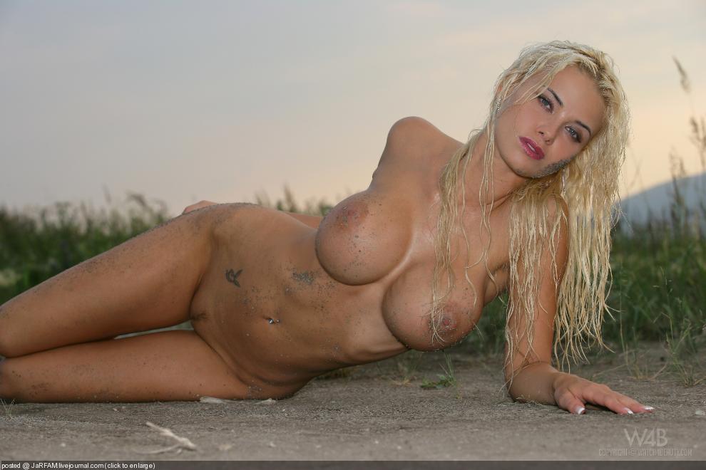 Фото голых пьяных блондинок