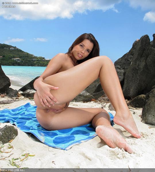 порно фильм брюнетка на пляже
