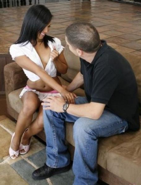 Парнишка вызвал на дом молоденькую шлюху / Emy Reyes (2011) SiteRip