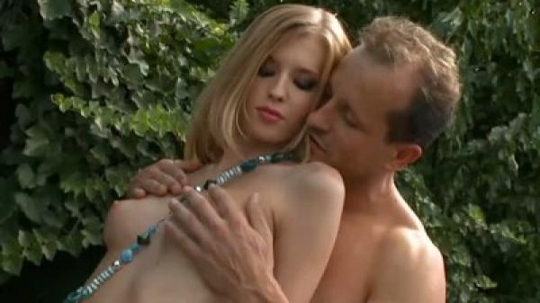 Повертела жопой и схватила полну пилотку спермы / Angel Hott (2011) DVDRip