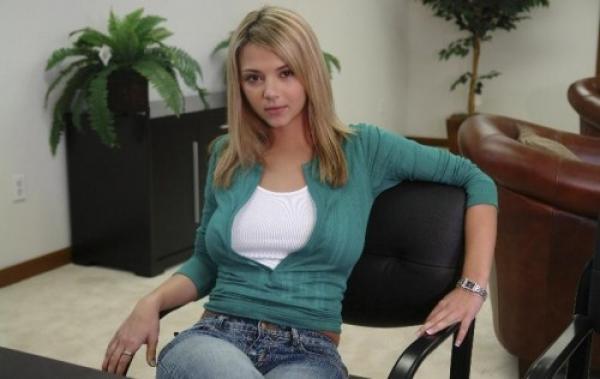 Ashlynn Brooke - Ashlynn Fucks Her Boss (2009/Bangbros.com/SiteRip)